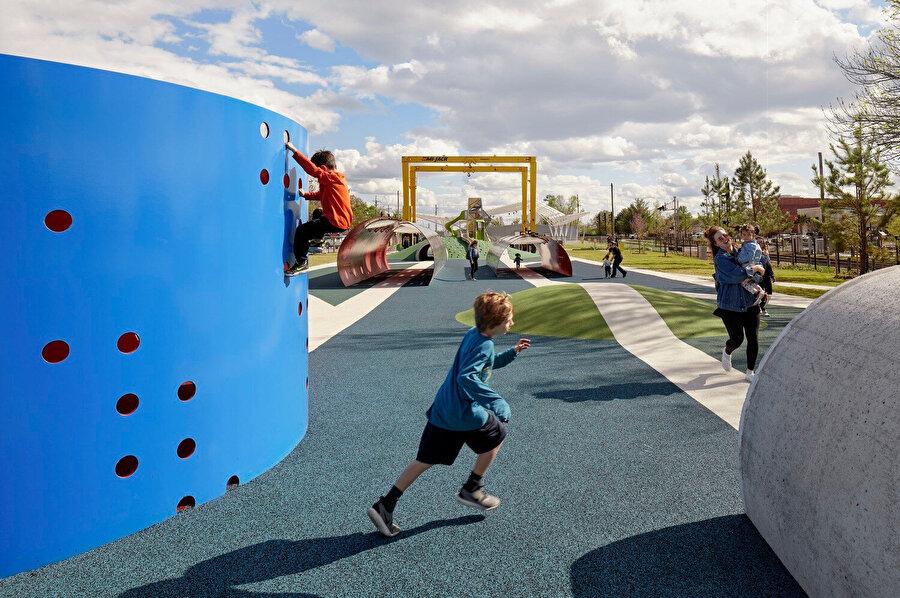 Railyard Park'ın tasarımında Rogers'ın tarihinden ilham alınıyor.