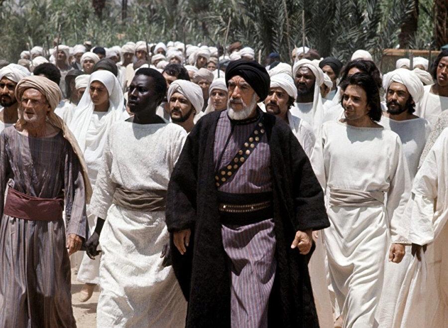 Çağrı'da, Medine'de Müslümanların Hz. Peygamber'i karşılamaya hazırlandığı sahne...