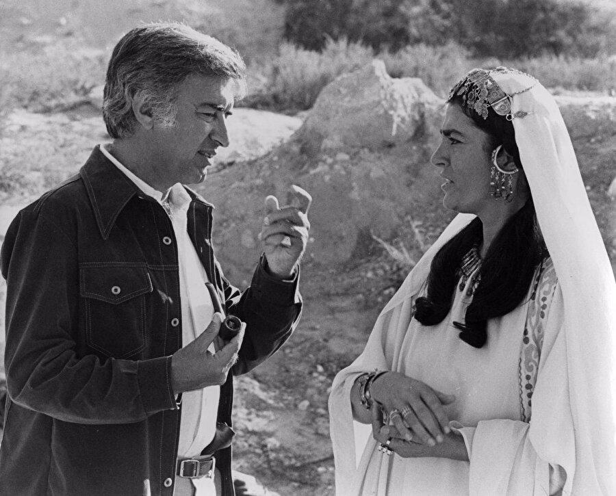 Akkad, Hind binti Utbe'yi canlandıran Yunan oyuncu Irene Papas'la...