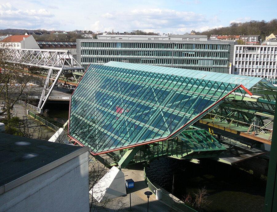 Wuppertal Demir Yolu duraklarından biri olan Kluse İstasyonu.