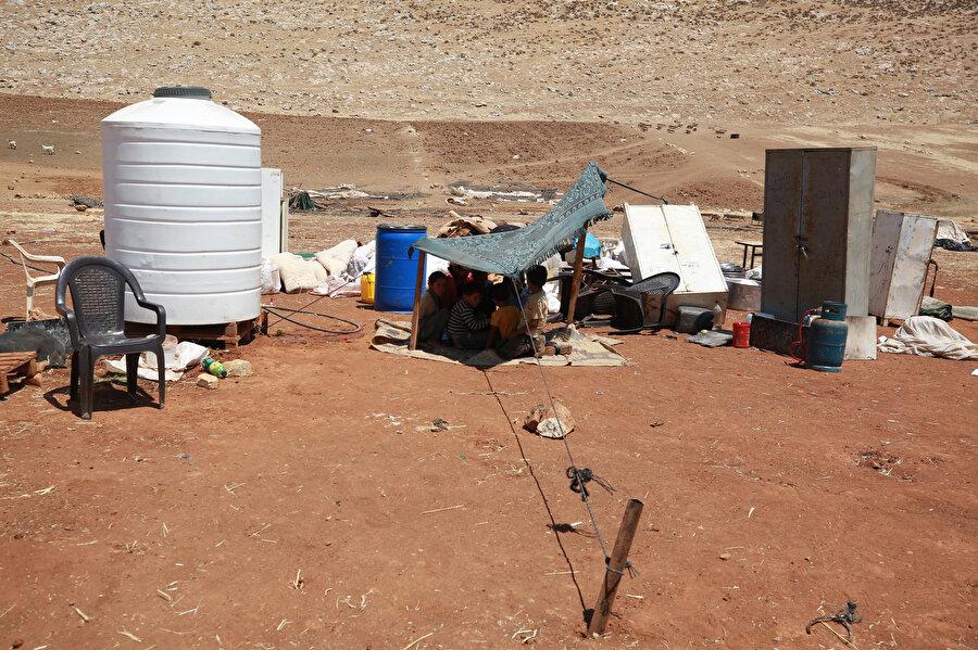 Bedevilerin İsrail askerlerinin baskınından geriye kalan eşyaları.