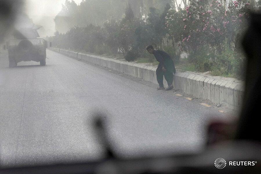 Daniş Sıddiki, tarafından yakın zamanda Afganistan'da çekilen bu fotoğrafta çatışmaların ortasında kalan bir Afgan genci görülüyor.