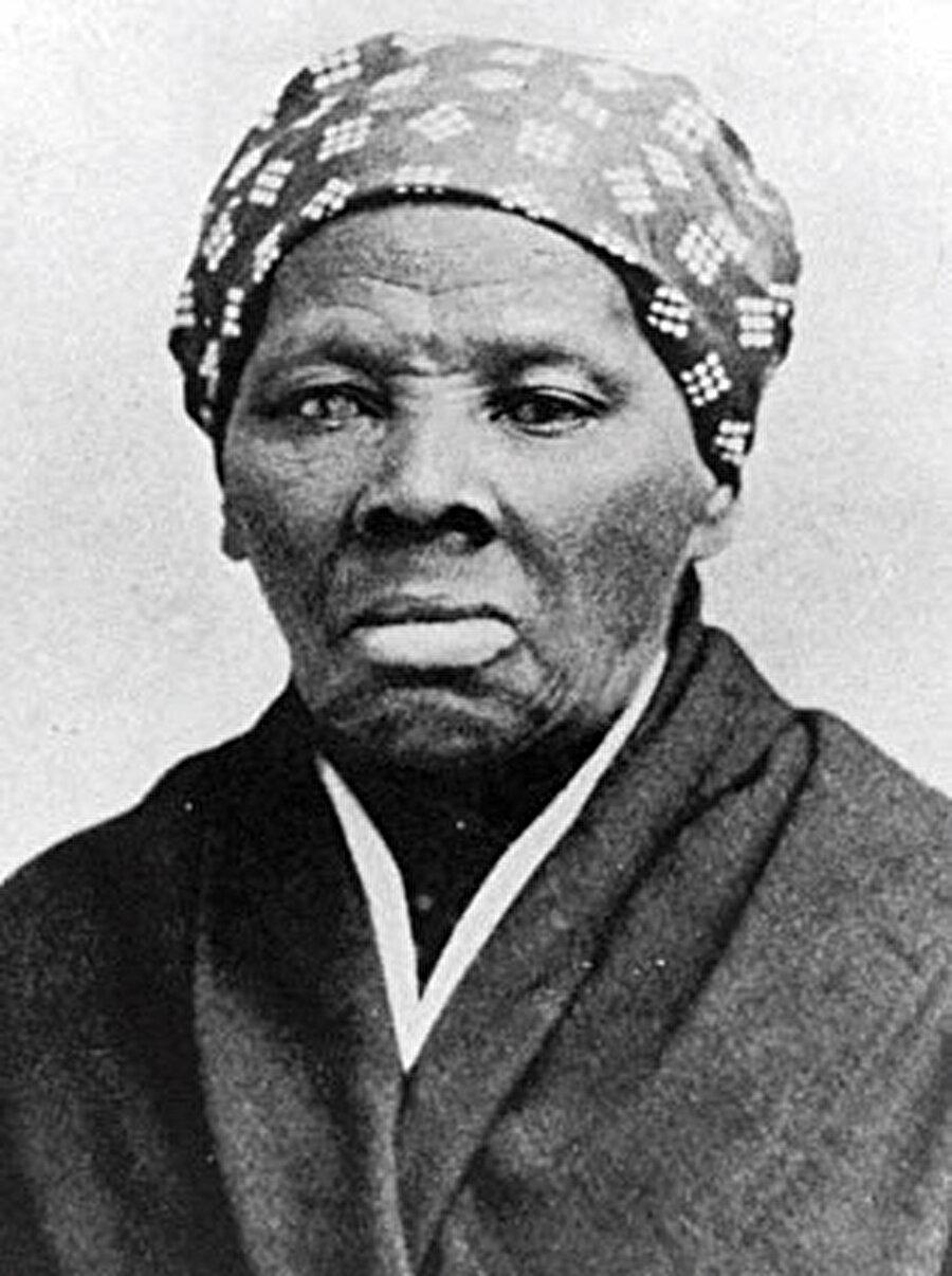 » Harriet Ross Tubman...» O bir casus! İşte en önemli siyahi casuslardan biri! Kuzey Ordusu'nda izci, hemşire ve casus olarak görev yapan Tubman, siyahi ve kadın haklarında mücadele vermiş, yakalanması için başına para ödülü konmuş sıra dışı bir direnişçiydi.