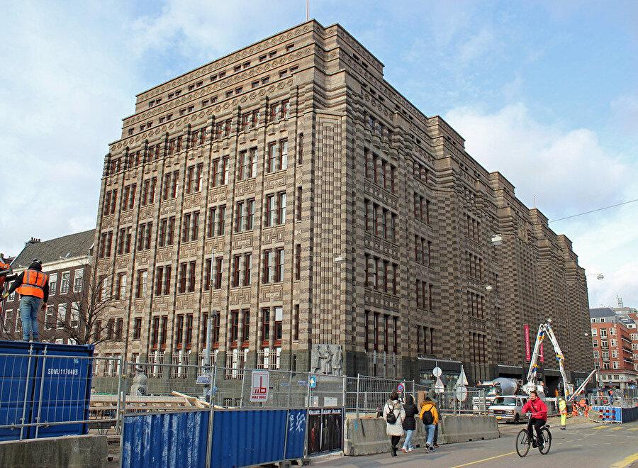 Hollanda Ticaret Topluluğu'nun günümüzde de varlığını sürdüren şirket binası.