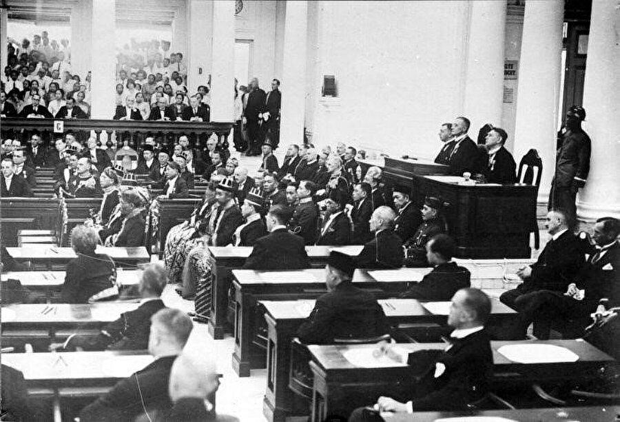 """""""Volksraad"""" Halk Meclisi."""