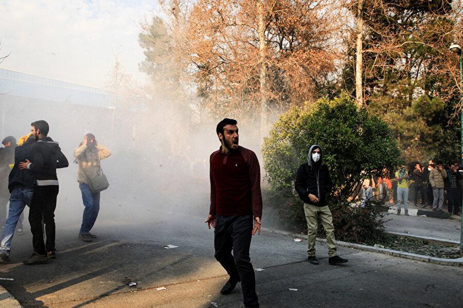 İran'da 15 Temmuz'da başlayan ve 9 gecedir devam eden gösteriler.