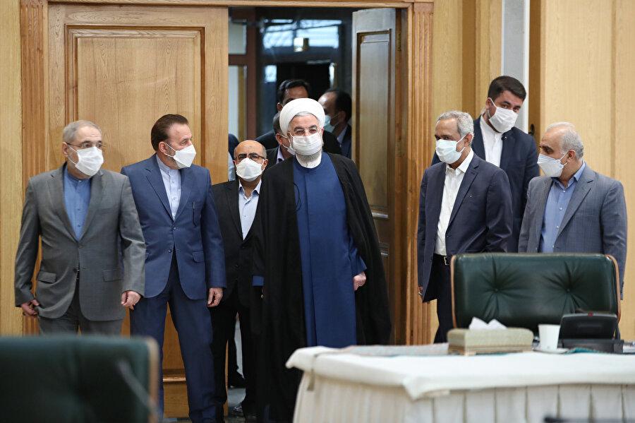 İran Cumhurbaşkanı Ruhani, başkent Tahran'da düzenlenen İran Merkez Bankası yıllık toplantısında İran ekonomisini değerlendirdi..