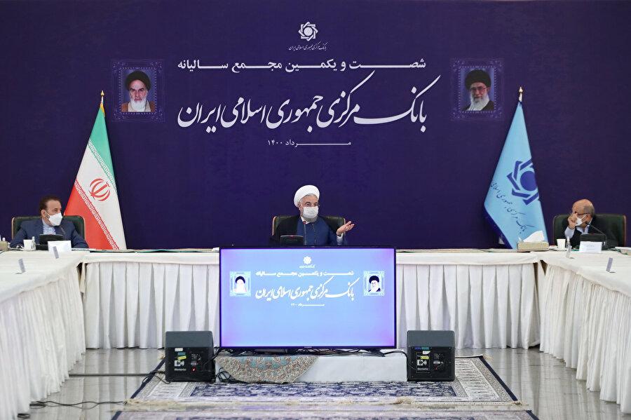Toplantıda Ruhani, İran Meclisi'nin yanı sıra Düzenin Maslahatını Teşhis Konseyi'ne de eleştiriler yöneltti.