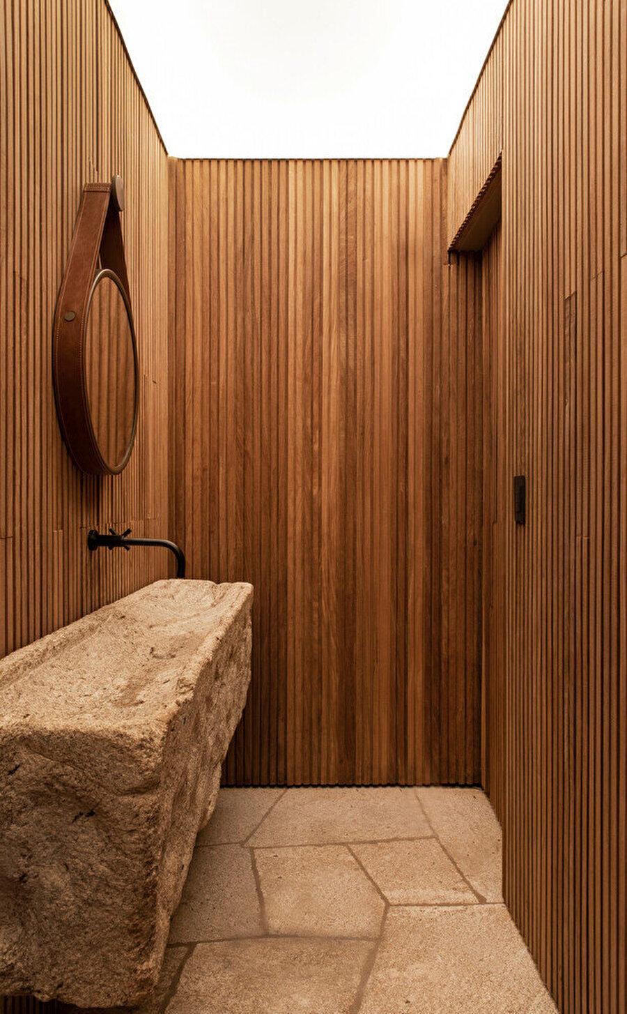 Banyo tasarımında, doğal malzeme tercih ediliyor.