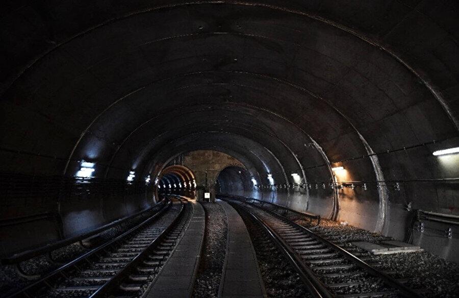 Bir filmden hatırladığım metro sahnesi beynimde dönüp duruyor...
