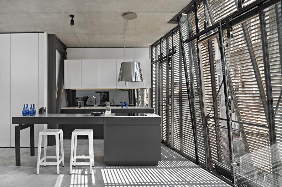 Daireler bir yatak odası ve Amerikan mutfaklı bir yaşam alanı içeriyor.