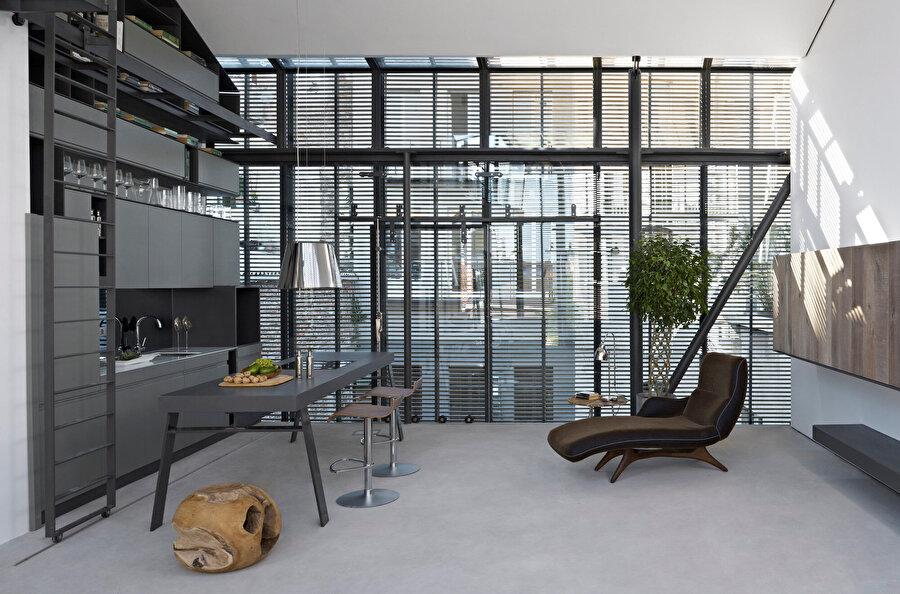 Stüdyo daireler 80 m², çatı katı dairesi ise 190 m²'den oluşuyor.