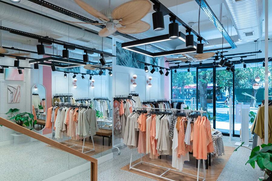 Pastel renkler ve doğal malzeme seçimiyle müşterilerin odağı ürünler üzerine yoğunlaşıyor.