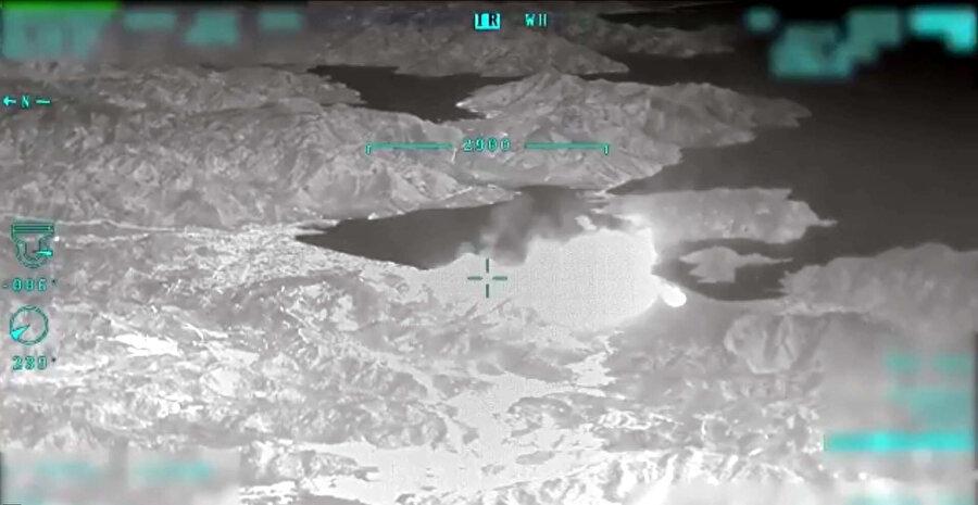 Milli Savunma Bakanlığı, Muğla'nın Marmaris ilçesinde çıkan yangının ardından bölgeye sevk edilen İnsansız Hava Aracı (İHA) ile kaydedilen görüntüleri paylaştı