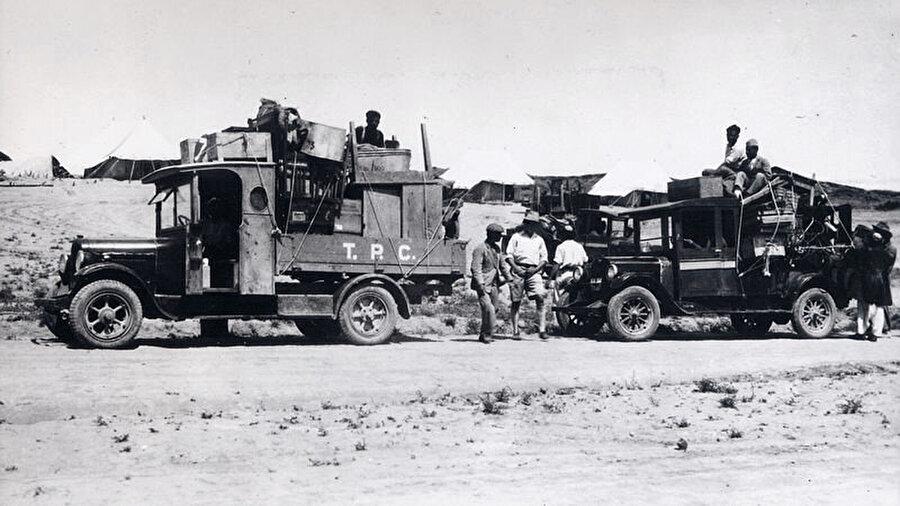 1928 yılında Irak'ta Türk Petrol Şirketi (Turkish Petroleum Company (TPC) ) için keşfe çıkan ekipler.