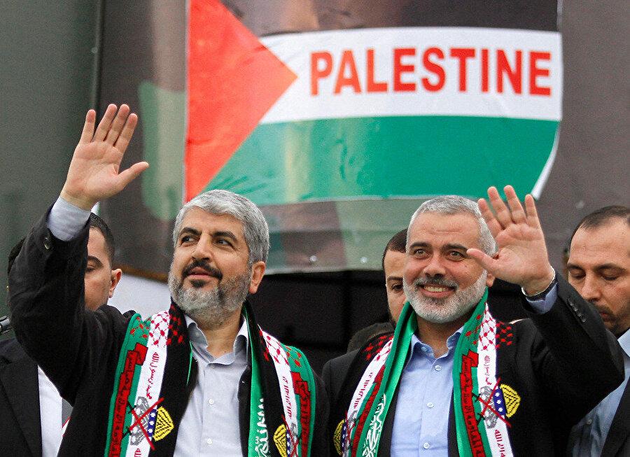 Halid Meşal (solda) ve İsmail Heniyye (sağda).