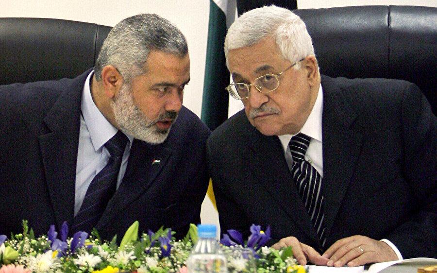 İsmail Heniyye Mahmud Abbas'ın atamasıyla Şubat 2006 ile Haziran 2007 tarihleri arasında Filistin'e başbakanlık yaptı. .