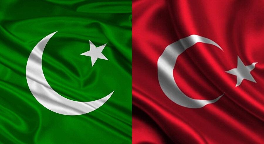 Pakistan ve Türkiye, ortak değerler ve sevgi bağının yanı sıra, ay ve yıldızı da paylaşıyor.