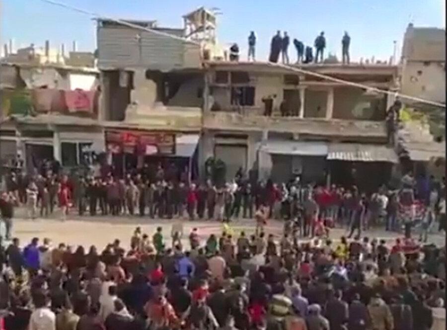 Suriye'de devrim yanlısı ilk protestolar Dera'da yaşanmıştı. 2011'de yaşanan protestolara ait bir fotoğraf.