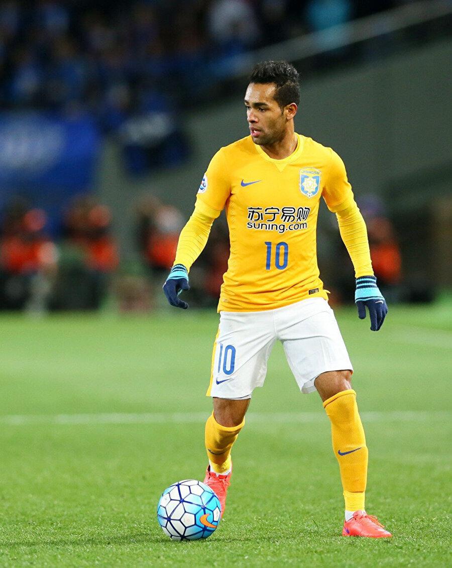 Alex Teixeira, Jiangsu FC formasıya 153 maçta 73 gol 43 asistlik performans gösterdi.