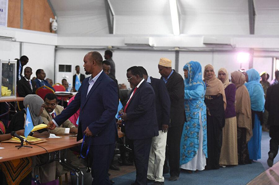 Somali'de halk demokratik yönetime ancak mensup olduğu kabileler aracılığıyla dahil olabiliyor.