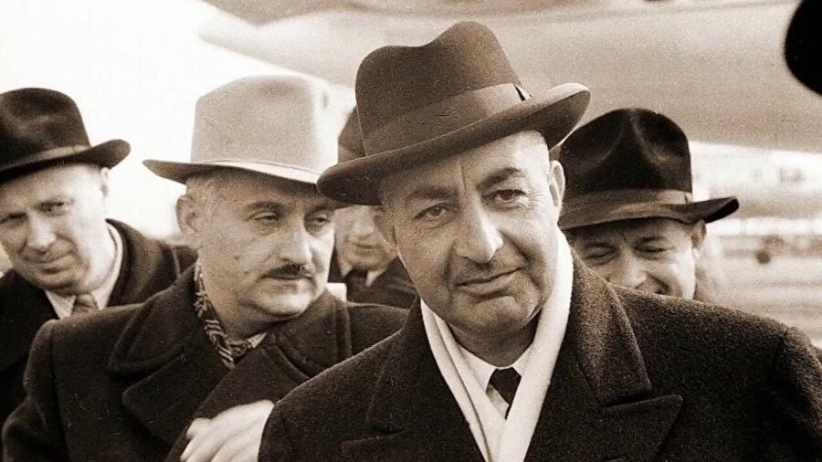Davud Han, 1973'te Zahir Şah'ı devirerek Afganistan'ı cumhuriyet haline getirmişti.