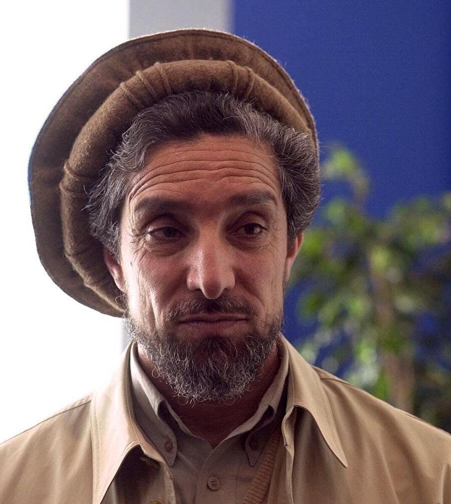 """Şah Mesud. Tacik asıllı Mesud, Soyvet işgali sırasında organize ettiği direniş sebebiyle """"Pençşir Aslanı"""" unvanını taşıyordu."""