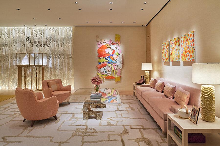 Louis Vuitton Ginza Namiki, hem iç mekanıyla hem dış cephesiyle oldukça renkli bir ambiyans oluşturuyor.