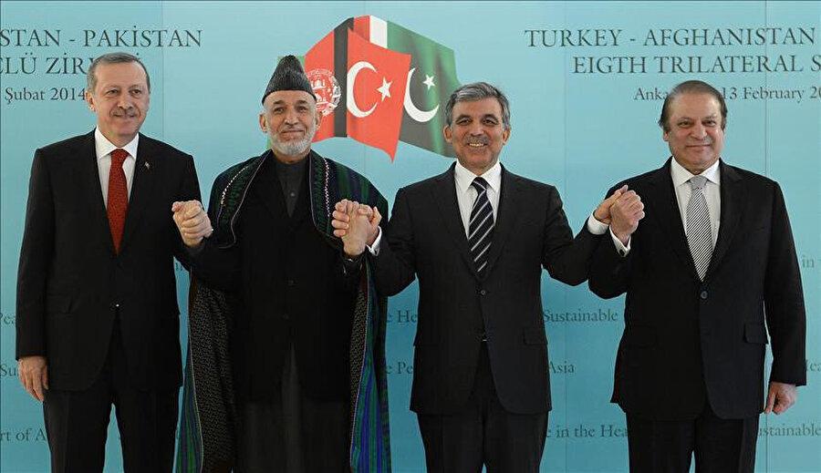 2014 yılında Türkiye'nin uğraşlarıyla Afganistan ve Pakistan arasında gerçekleşen müzakerelerden bir görüntü.