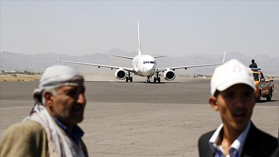 Geçtiğimiz Mart ayında konuşan Uluslararası Sana Havalimanı'nın müdürü havalimanının kapalı tutulması ve saldırılara maruz kalmasının ülke ekonomisine 3,5 milyar dolar ekonomik zarar getirdiğini duyurmuştu.