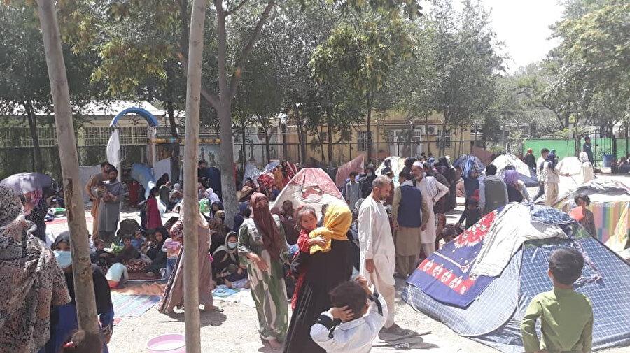 BM Afganistan İnsani İşler Koordinasyon Ofisi'nin açıkladığı verilere göre, yılın başından bu yana yaklaşık 360 bin kişi çatışmalar nedeniyle göç etmek zorunda kaldı.