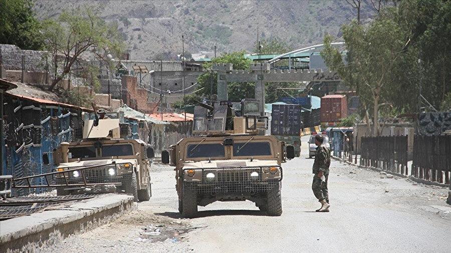 Taliban güçleri son olarak Afganistan'ın kuzeyindeki Bağlan vilayetinin merkezi Pul-i Humri ve Bedahşan vilayetinin merkezi Feyzabad'ı ele geçirdi.