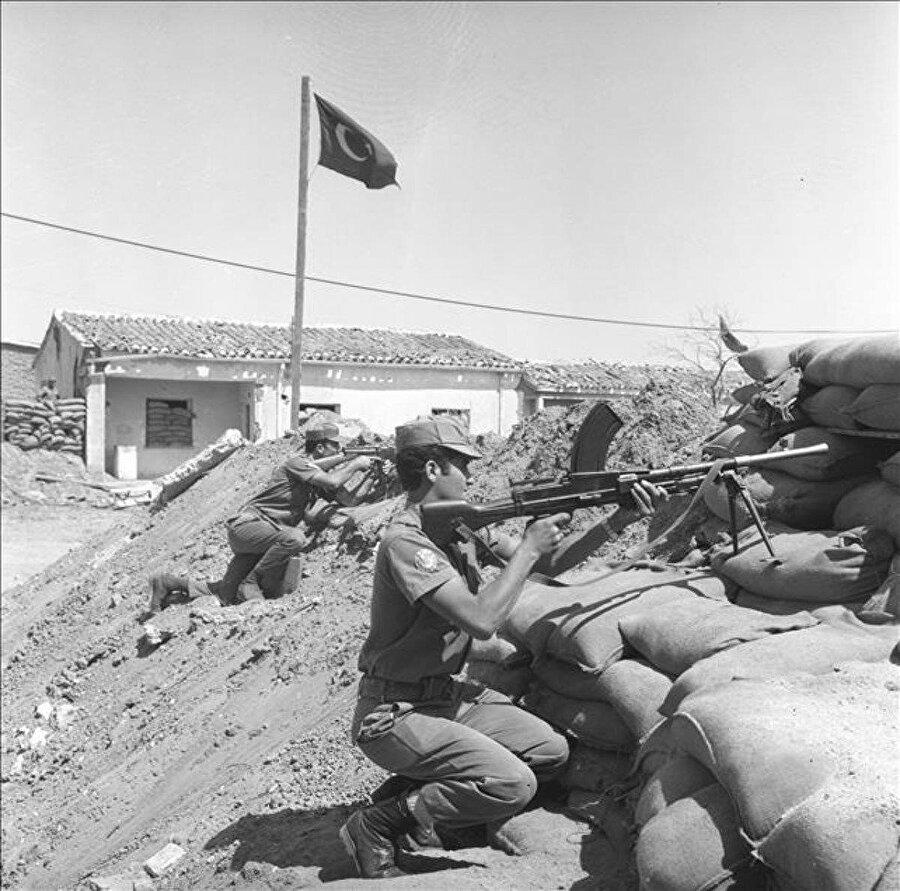 1974 Kıbrıs Barış Harekatı'ndan bir kare.