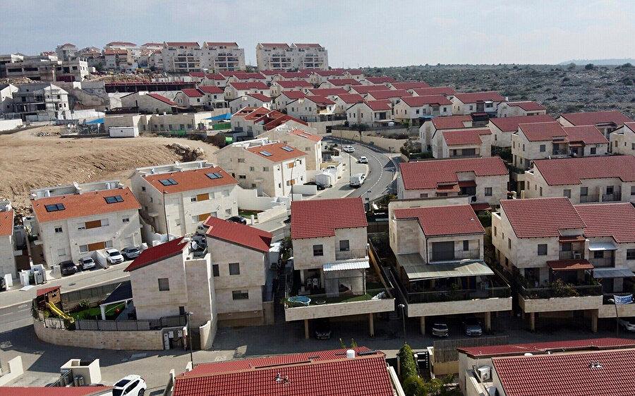 Batı Şeria'daki en büyük Yahudi yerleşim birimlerinden Ariel.