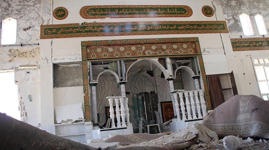 Dera el-Beled Mahallesi'nde yer alan Sa'd Bin Ebi Vakkas ile Doktor Gassan Aba Zeyd camilerinde oluşan hasar.