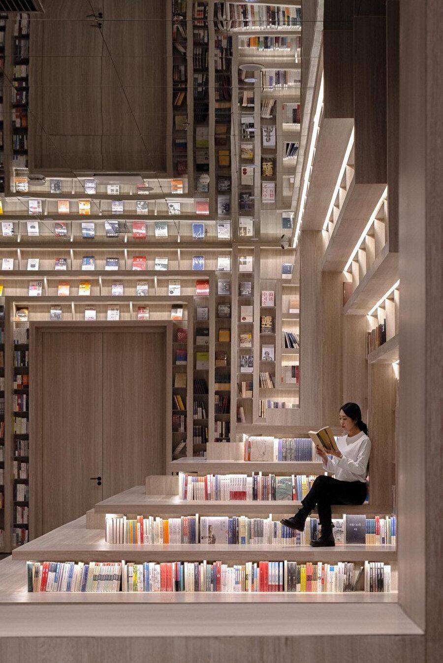 Oturma alanları ve kitap raflarının ilişkisi.