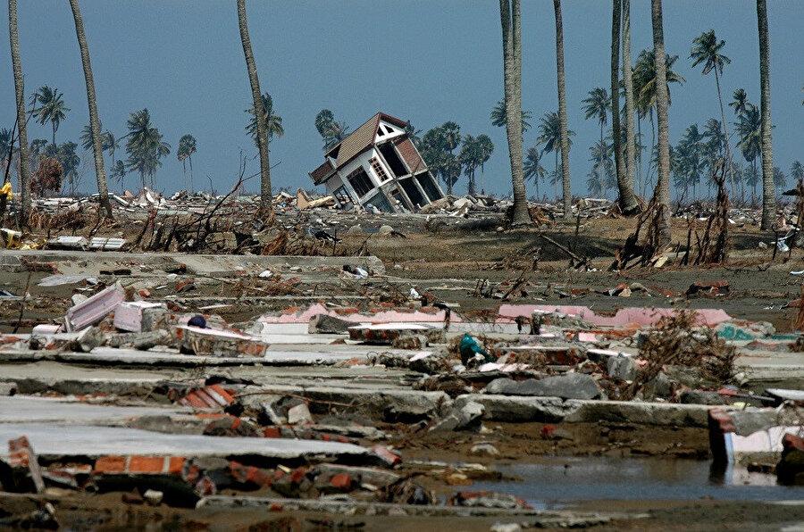 Açe 26 Aralık 2004 tarihindeki tsunamiden önemli oranda etkilenmiştir.