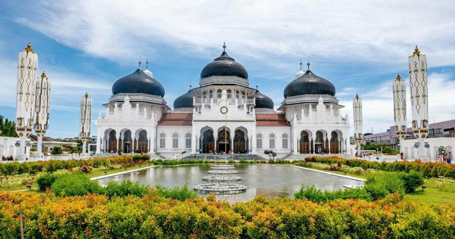 Beytül Rahman Camii, Açe halkının din, kültür, ruh, güç, mücadele ve milliyetçiliğinin sembolüdür.