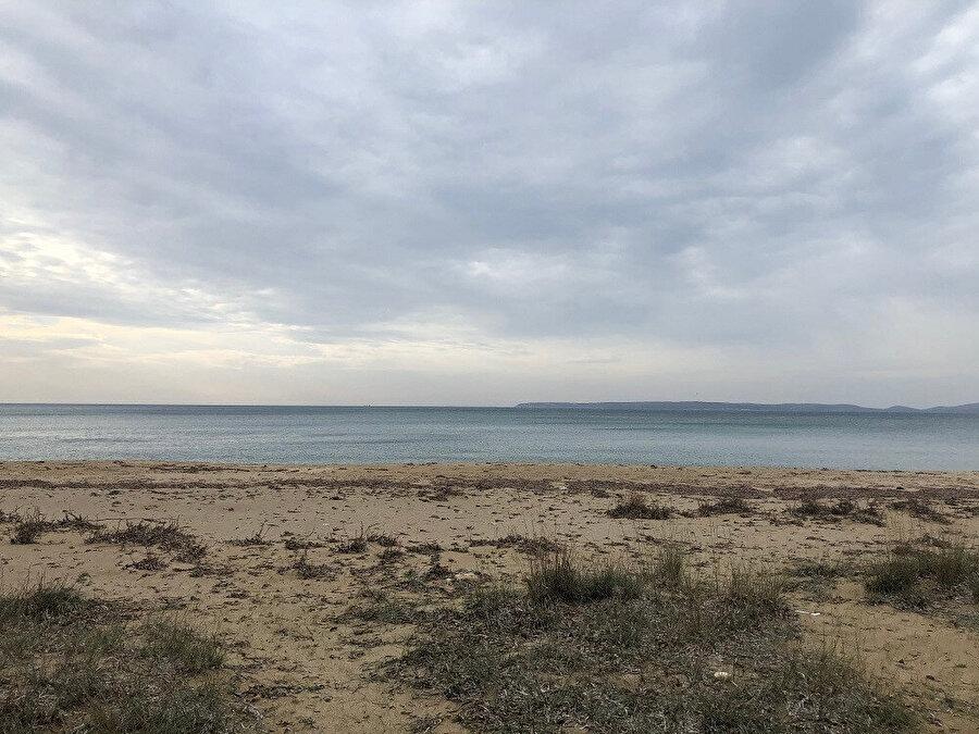 Gürel Yazlık Evi'nin Bozcaada manzaralı sahili. Fotoğraf: Uluç Algan