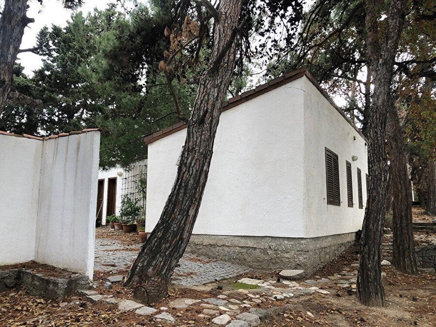 Gürel Yazlık Evi ara patikaları ve yaşam üniteleri. Fotoğraf: Uluç Algan