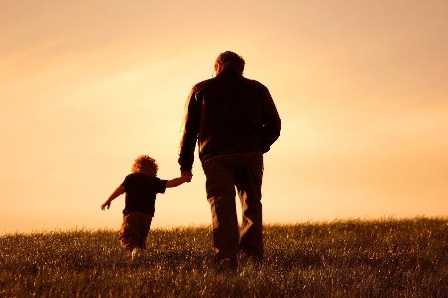 Hiç kimseye söylemediği bankadaki parasından, gençliğinde kendine bile anlatmadığı olayları bile sadece oğluyla paylaşırdı. Aralarında 'Aşk' derecesinde bir ilişki vardı.