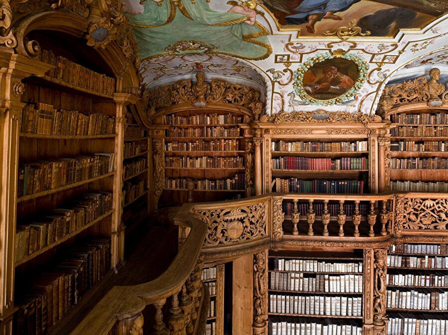 1661 yılında kurulan Berlin Kütüphanesi de Doğu el yazmaları açısından Avrupa'nın en zengin kütüphanelerinden birisidir.