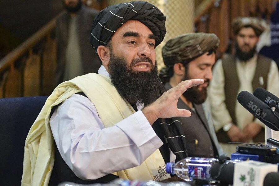 Mücahid tahliye döneminde Batılı ülkeleri tahliye ortamını bahane ederek ülkelerine müdahale etmeye çalıştığını ifade etti.