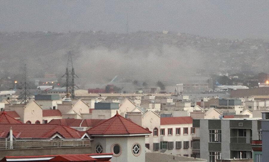 Saldırı sonrası bölgeden yükselen dumanlar.