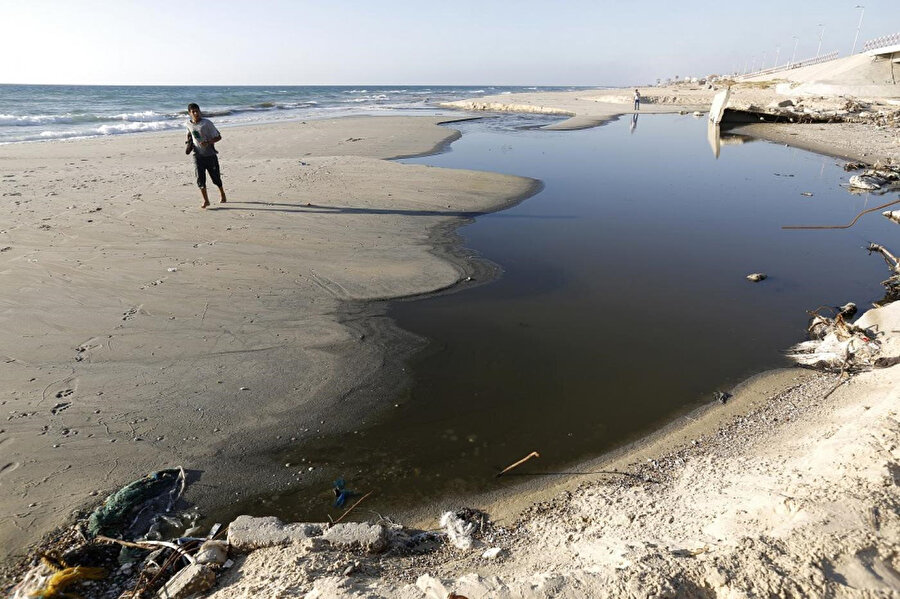 Kirlilik nedeniyle Gazzelilere deniz kenarında durmak dahi tavsiye edilmiyor.