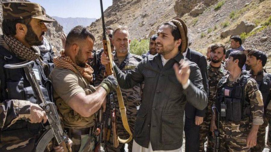 Ünlü Tacik komutan Şah Mesud'un oğlu Ahmed Mesud, Pençşir'deki Taliban'â karşı oluşan cephenin liderliğini yapıyor.