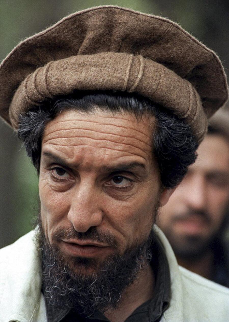 Rus işgaline karşı koyduğu Pençşir savunmasıyla ünlenen ünlü Tacik komutan Şah Mesud. 2001 Eylül'de öldürülmüştü.