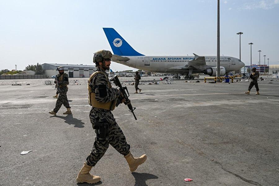 Taliban sözcüsü yeniden faaliyete geçebilmesi için Katar ve Türkiye'den destek alınan Kabil Havalimanı'nın eylül ayında aktif bir şekilde işlemeye başlayabileceğini açıkladı.