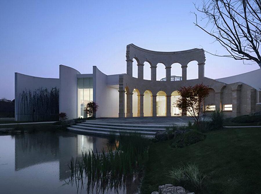 İtalyan pavyonu, tasarım ilhamını İtalya'nın meşhur meydanından alıyor.