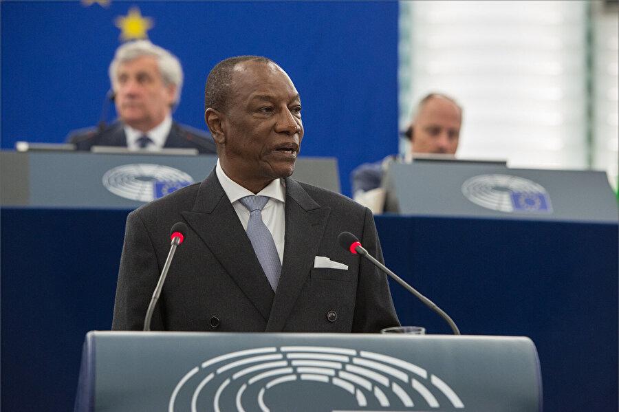 Gine Cumhurbaşkanı Alpha Conde'nin darbeci askerler tarafından alıkonulduğu açıklandı.